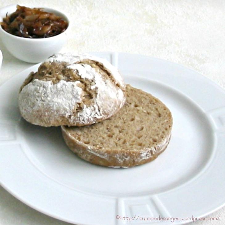 recette de petits pains à la farine de seigle avec des graines de tournesol