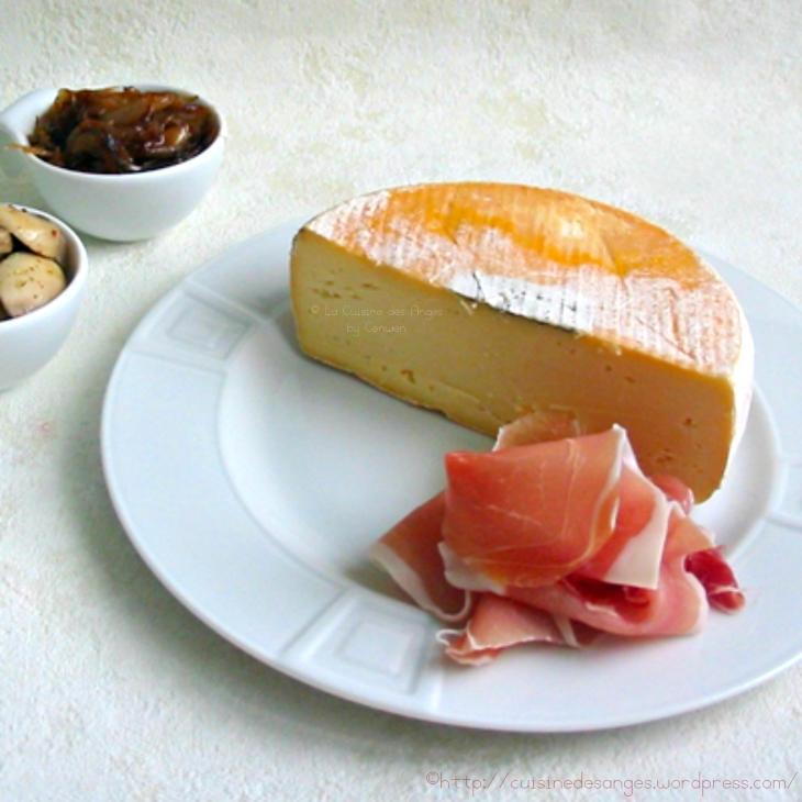 fromage de saint nectaire aop et jambon d'auvergne