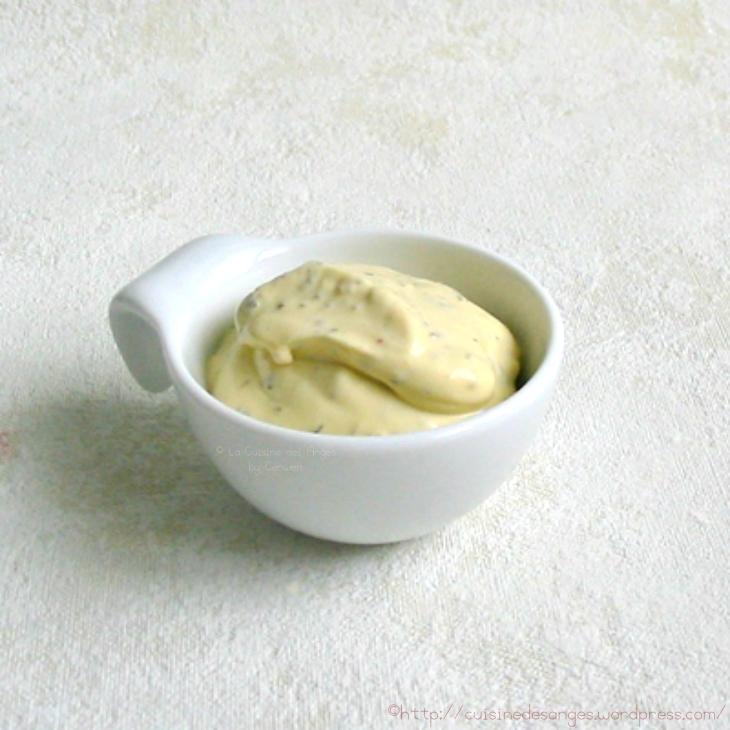 recette de la sauce béarnaise, avec des oeufs, du cerfeuil, du persil, des échalotes et du beurre