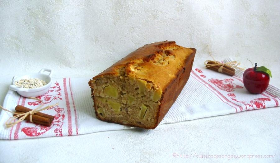 Cake rustique à la cannelle, aux pommes, noisettes et floconsd'avoine