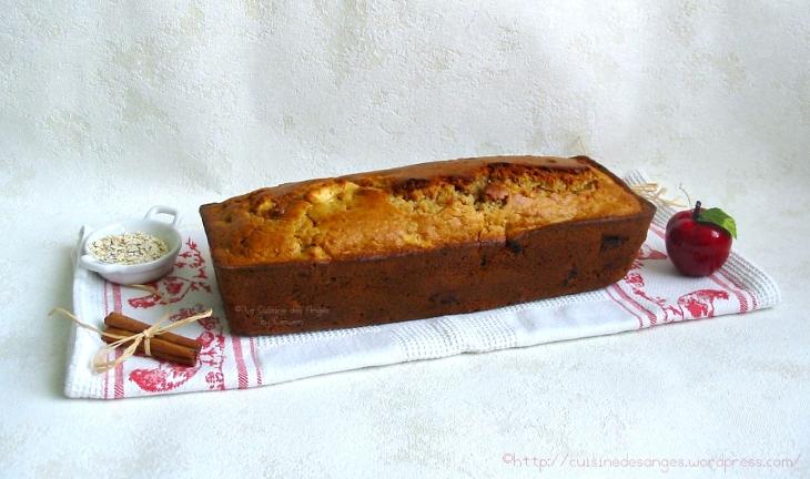 recette de gâteau moelleux aux flocons d'avoine et aux pommes avec des noisettes et de la cannelle