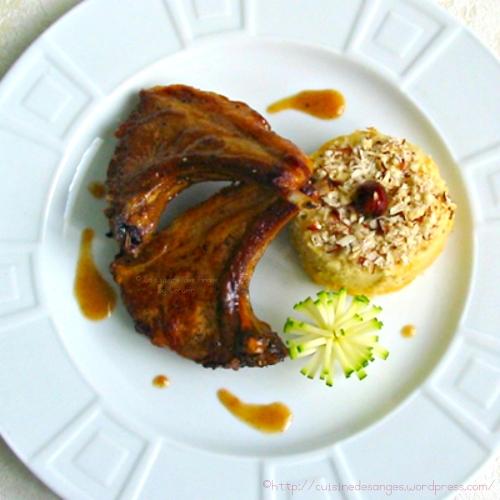 recette de viande, agneau, côtes premières cuites à la poêle et accompagnée d'un flan de haricots blancs