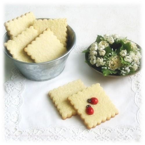 Recette de biscuits sablés avec du beurre, de la farine, du sucre, de la vanille et un oeuf