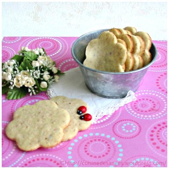 recette de biscuits sablés, avec de la vanille, des noisettes et des graines de sésame