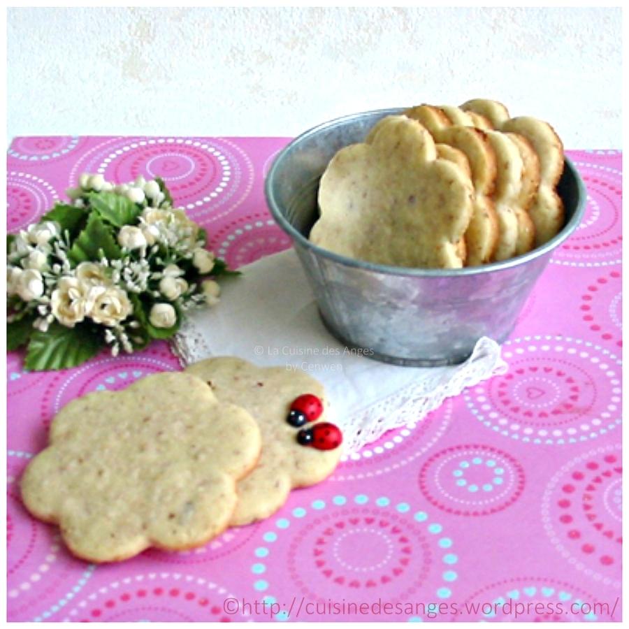 Biscuits sablés à la vanille, aux noisettes et graines de sésamedoré