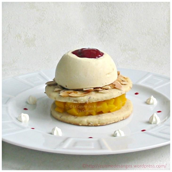 recette de la pêche melba, dessert glacé à base de pêche pochée, glace à la vanille et coulis de framboises