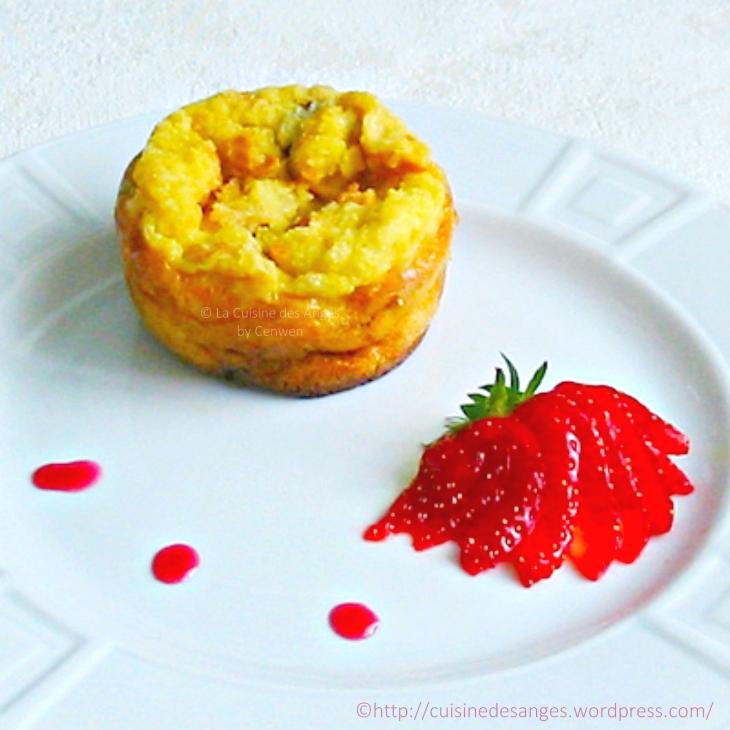 recette économique et facile de dessert, gâteau ou pudding de pain rassis, à base de pain rassis, lait, oeufs et sucre agrémenté de cranberries