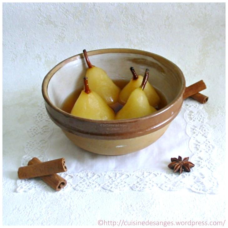 recette de dessert, poires pochées ou confites dans un sirop à base de vin, d'eau, de sucre et d'épices (cannelle, badiane, poivre)