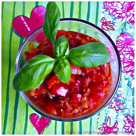 recette économique de sauce tomate avec du poivron rouge, du chorizo et du basilic