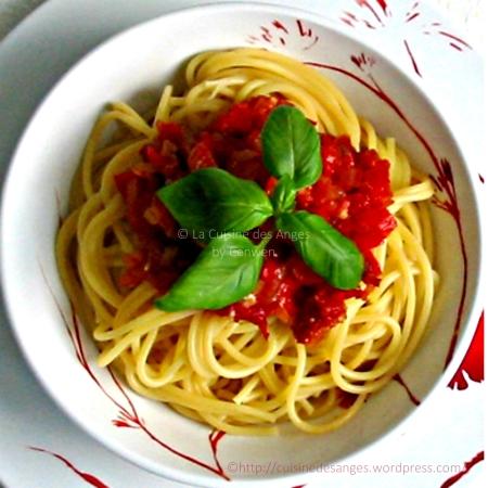 Recette de spaghetti à la sauce tomate avec du poivron rouge et du chorizo