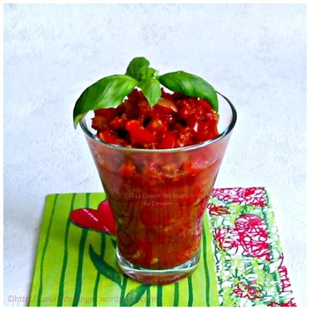 recette de sauce pour pâtes, riz ou polenta, avec des tomates, du poivron rouge et du chorizo
