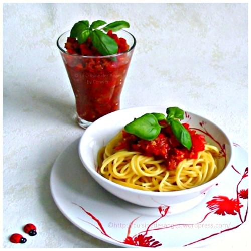 recette fin de mois difficile, spaghetti à la sauce tomates et aux poivrons avec du chorizo