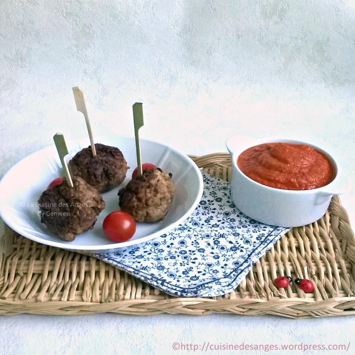 recette économique et facile, de boulettes de viande de boeuf haché avec du boulgour et une sauce tomates maison