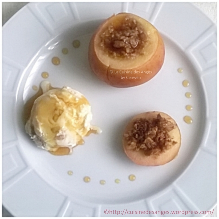 recette fins de mois difficiles, de pommes farcies avec des flocons d'avoine, du beurre, du sucre, de la cannelle, puis cuite soit au four, soit à l'étouffée