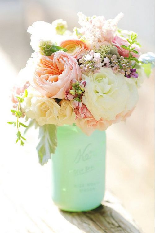 bouquet de renoncules roses et blanches